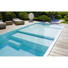 Really interesting flooring in this pool. I guess the shallow area will help to speed up warming up, would'nt it