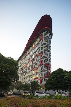 Image 1 of 17 from gallery of HDI Hive Menteng / PT Envirotec Indonesia. Photograph by Guo Jie from Beton Brut, Singapore Parametric Architecture, Architecture Visualization, Facade Architecture, Contemporary Architecture, Building Structure, Building Design, Facade Design, Exterior Design, Zaha Hadid