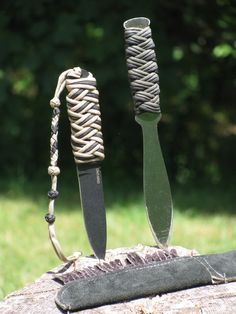 Sweet parachord braids for knife grips.