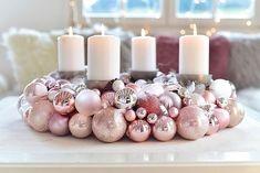 Wie jedes Jahr habe ich auch heuer den Adventskranz wieder selber gemacht. Die Anleitung für diesen Adventskranz aus Christbaumkugeln findet ihr hier: http://schoen-bei-dir.com/do-it-yourself/adventskranz-aus-weihnachtskugeln-selber-machen/