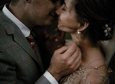"""// """"Trouwfotografie op z'n mooist! Jullie bruiloft vastgelegd op een intieme, tijdloze en artistieke manier."""" - Naomi van der Kraan"""
