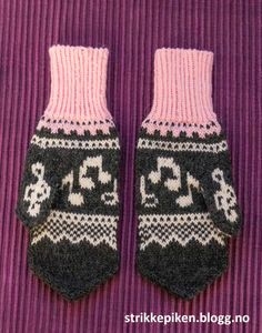 Strikkepiken – Votter med noter - med oppskrift Free Knitting, Knitting Patterns, Mittens Pattern, Drink Sleeves, Knit Crochet, Projects To Try, How To Make, How To Wear, Wool