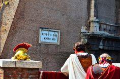 """""""Pietà"""", Roma, 3° rIScatto urbano di Diana Badea. Saranno conteggiati i """"mi piace"""" al seguente post: wwwhttps://www.facebook.com/photo.php?fbid=1116418518386579&set=o.170517139668080&type=3&theater"""