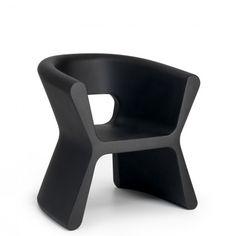 Pal - Designer Outdoor chairs by VONDOM ✓ Comprehensive product & design information ✓ Catalogs ➜ Get inspired now Karim Rashid, Wicker Furniture, Unique Furniture, Furniture Design, Outdoor Furniture, Contemporary Chairs, Modern Chairs, Design Jardin, Futuristic Furniture