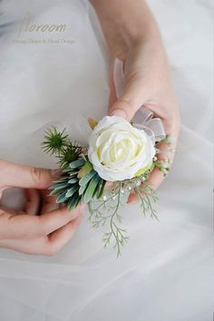 This lovely DIY Wedding Bridal Rose Wrist Corsage Wristlet Band and groom Boutonniere Flowers Accessories Set is a set Handcrafted, silk roses, greeneries and pearl bracelet for the bride and groom. Perfect accessories idea for floral rustic and boho chic themed weddings. Made of high quality satin, silk and fabric. Handmade boutonniere and wrist corsage of white and ivory flowers, embellished with delicate greenery. Casual Wedding, Wedding Men, Budget Wedding, Diy Wedding Decorations, Wedding Centerpieces, Wedding Favors, Groom Boutonniere, Wrist Corsage, Themed Weddings