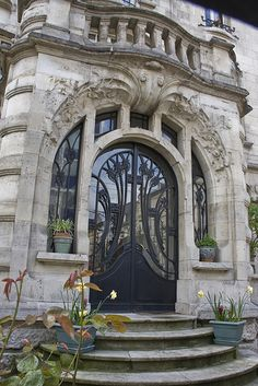 Art Nouveau, Avenue Foch 41, Maison du Dr Jacques, Nancy - France Architect: Paul Charbonnier Stained Glass: Jacques Gruber Ironwork: Louis Majorelle