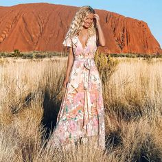 Excellent boho dresses are offered on our site. Have a look and you will not be sorry you did. Backless Maxi Dresses, White Maxi Dresses, Casual Dresses, Boho Floral Maxi Dress, Pose, Short Beach Dresses, Bohemian Mode, Vintage Style Dresses, Boho Outfits
