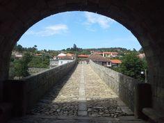Entrada para a ponte de Ucanha a partir da respectiva torre