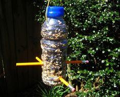 ideas bird feeders winter plastic bottles for 2019 Popsicle Stick Crafts House, Popsicle Sticks, Craft Stick Crafts, Make A Bird Feeder, Homemade Bird Feeders, Plastic Bottle Crafts, Plastic Bottles, Reuse Bottles, Coffee Creamer Bottles