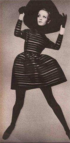 TatiTati Style ☆    Twiggy photographed for vogue by richard avedon, 1967
