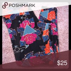 LULAROE ARROWS TC PRETTY COLORFUL LEGGINGS WORN 1X LULAROE TC PRETTY COLORFUL LEGGINGS WORN ONCE  WASHED IN COLD INSIDE OUT AND HUNG RO DRY PER LLR INSTRUCTIONS LuLaRoe Pants Leggings