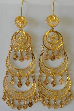 Indian Gold Jewelry Near Me Kids Gold Jewellery, Gold Jewellery Design, India Jewelry, Designer Jewelry, Gold Jhumka Earrings, Gold Earrings Designs, Jumka Earrings, Gold Fashion, Fashion Jewelry