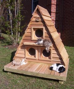 If your cat stay outside or you want to create feral cat shelter to keep them stay warm and dry in winter, try your hands on these 12 DIY Outdoor Cat House Ideas. Outdoor Cat Shelter, Outdoor Cats, Cat House Outdoor, Outside Cat Shelter, Outdoor Decor, Cat Shelters For Winter, Outside Cat House, House For Cats, Feral Cat House