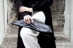 Borsetta pelle nera, pochette minimal, grande clutch forma geometrica