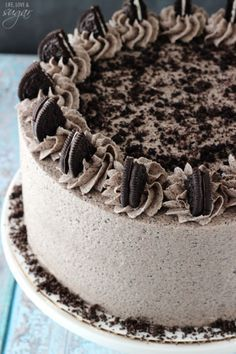 This Chocolate Oreo Cake is to die for! A moist chocolate cake full of Oreo icing! And not just any Oreo icing – it is FULL of crushed up Oreos. An Oreo lover's dream. So you might remember that . (chocolate icing for cake homemade) Food Cakes, Cupcake Cakes, Oreo Icing, Oreo Cake Recipes, Frosting Recipes, Icing Recipe, Moist Cake Recipes, Baking Recipes, Cake Toppers