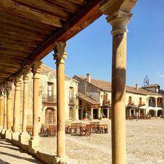 Pedraza (Segovia) Así de bonita es la Plaza Mayor de #Pedraza, villa medieval de la provincia de Segovia