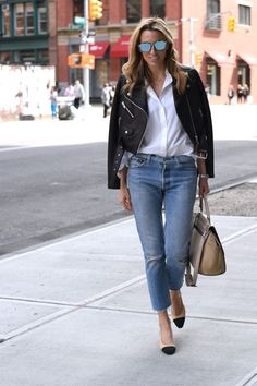 Chanel Slings Effortless Outfit Wardrobe Staples NYC Street Style Cropped Leather Jacket Re/Done Levi's Jeans Celine bag Classy Outfits, Chic Outfits, Fashion Outfits, Womens Fashion, Chanel Outfit, Cropped Leather Jacket, Leather Jacket Outfits, Mode Pastel, Look Office