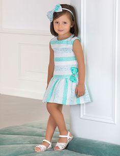 Vestido de ceremonia para niña de talle bajo bordado a rayas con tonos aguamarina y tonos plateados. Detalle de lazo de raso color aguamarina en cintura. Forro de algodón adornado con tul y cierre con cremallera en la espalda. Material: Vestido: 51% poliéster, 46% algodón, 3% fibra metálica Forro: 90% Algodón, 10% Poliamida  #Vestidos #VestidosNiña #Abel&Lula #MissBaby Little Girl Models, Cute Little Girls, African Dresses For Kids, Cute Poses, Girls World, Cute Outfits For Kids, Newborn Outfits, Camila, Kids Fashion