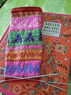 Ravelry: puikkomaisteri's Muhu Socks,from small estonian island Muhu Crochet Socks, Knitting Socks, Hand Knitting, Knit Crochet, Crochet Cats, Crochet Birds, Crochet Food, Crochet Animals, Tejido Fair Isle