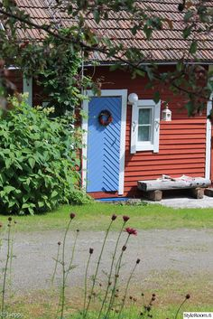 Norwegian House, Red Houses, Curb Appeal, Porch, Shed, Cottage, Exterior, Outdoor Structures, Barn Doors