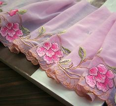 Cutwork Embroidery, Hand Work Embroidery, Embroidery Suits Design, Flower Embroidery Designs, Embroidery Fashion, Embroidery Stitches, Embroidery Patterns, Machine Embroidery, Lace Ribbon