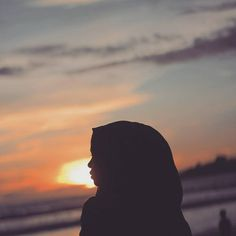 my hijab is my idintity Profile Photography, Tumblr Photography, Girl Photography Poses, Ootd Hijab, Girl Hijab, Hijab Chic, Bff Pictures, Cool Pictures, Profile Pictures Instagram