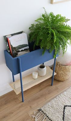 Tutorial: Make a two-in-one storage unit for your entry - Mademoiselle Claudine made a step by step approach to p. to build a nice little storage unit - Cheap Home Decor, Diy Home Decor, Room Decor, Coastal Decor, Home Furniture, Furniture Design, Wooden Furniture, Diy Rangement, Diy Casa