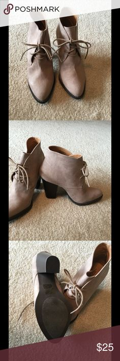 Stone Heeled Ankle Boot Size 8, fits true to size, 3.75 chunky heel Shoe Dazzle Shoes Ankle Boots & Booties