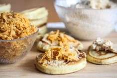 Lapper med brunostkrem Scones, Granola, Camembert Cheese, Mashed Potatoes, Sweet Tooth, Muffin, Baking, Breakfast, Cake