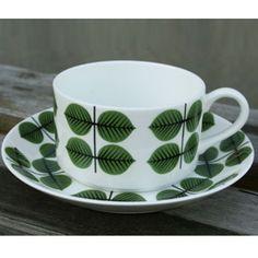 Berså, Kaffegods rak vid Stig Lindberg Swedish Design, Scandinavian Design, Stig Lindberg, Hand Painted Mugs, Porcelain Ceramics, Dresden, Kitchen Accessories, Interior And Exterior, Tea Cups