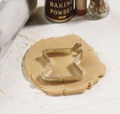 Biscuit cutter of a mortar and pestle. Perfect for pharmacy / pharmacist themed biscuits (or cookies for the Americans).