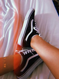 tag a vans lover💔 Casual Outfits, Cute Outfits, Fashion Outfits, Shoes Wallpaper, Profile Pictures Instagram, Aesthetic Shoes, Vans Girls, Everyday Shoes, Vans Off The Wall