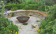 Senkgärten verleihen dem Grundstück eine besondere und Atmosphäre. Ihre Niveau-Unterschiede machen sich besonders in kleinen Gärten gut