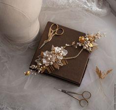 Купить или заказать Свадебный гребень в золотом цвете в интернет-магазине на Ярмарке Мастеров. Универсальное украшение для волос. Гребень можно располагать в прическе как угодно, простор для творчества стилиста).