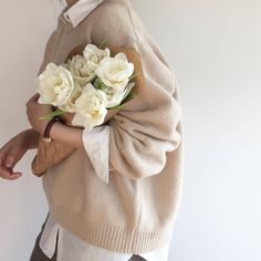 Pretty Preppy Things We Love Cream Aesthetic, Classy Aesthetic, Brown Aesthetic, Flower Aesthetic, Aesthetic Photo, Aesthetic Pictures, Foto Blog, Looks Street Style, No Rain