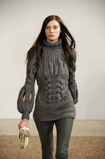 Sexy, open cable, swather with bell sleeves. For inspiration only - no pattern. On a Brazilian site (in Portuguese) without instructions.
