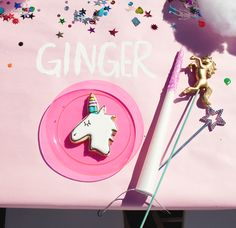 Unicorn Party - Throw your horns in the air kid's table place setting