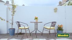 Are your exterior walls looking tired? Brighten them up with a fresh lick of paint! Find out how in this video from Johnstone's Paints. Best White Paint, White Paints, Outdoor Walls, Outdoor Furniture Sets, Outdoor Decor, Furniture Ideas, Johnstones Paints, Masonry Paint, Outside Paint