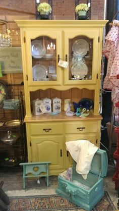 Sweet hutch in Annie Sloans English Yellow