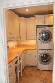 세탁실 With a big enough laundry room, this would be a great idea, combine a sewing station and maybe e Laundry Craft Rooms, Basement Laundry, Laundry Room Organization, Laundry Storage, Laundry Room Design, Small Storage, Closet Storage, Diy Storage, Storage Ideas