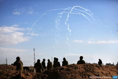 ISRAEL, Israel-Gaza Border : Israeli soldiers watch the smoke trails of 155mm shells fired at targets in the Gaza Strip, at an army deployment area near Israel's border with the Gaza Strip, on July 17, 2014. Israel and the Islamist Hamas movement have agreed on a ceasefire that will begin at 0300 GMT on Friday, an Israeli official told AFP. AFP PHOTO /MENAHEM KAHANA