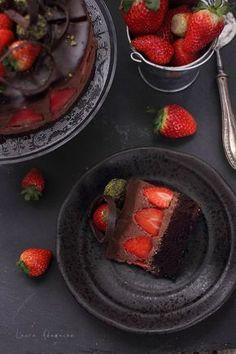 Tort de ciocolata cu capsune | Retete culinare Laura Adamache