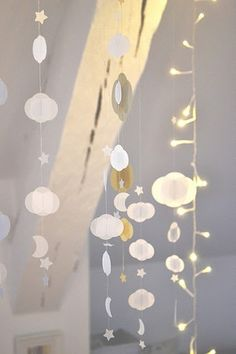 garland / mobile with clouds, crescent moons, and stars Dreams Catcher, Casa Kids, Deco Kids, Cloud Lights, Diy And Crafts, Paper Crafts, Home And Deco, Mobiles, Fairy Lights