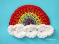 Repeat Crafter Me: Crochet Rainbow Applique pattern Rainbow Crochet, Love Crochet, Crochet Flowers, Knit Crochet, Crochet Toys, Crochet Chain, Crochet Animals, Easy Crochet, Appliques Au Crochet