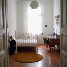 """""""Ich liebe meine schiefen Wände!"""" - zu Besuch bei Matilmy in Kassel   SoLebIch.de #homestory #gästezimmer #guestroom #workplace #arbeitszimmer #büro"""