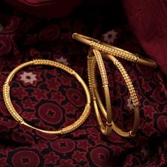 Plain Gold Bangles, Gold Bangles For Women, Gold Bangles Design, Gold Necklace Simple, Gold Jewelry Simple, Gold Necklaces, Necklace Set, Jewelry Design Earrings, Gold Earrings Designs