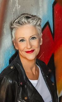 Classy Pixie Haircuts for Older Women - Peinados Pelo Corto Hairstyles Over 50, Pixie Hairstyles, Short Hairstyles For Women, Cool Hairstyles, Hairstyle Ideas, Long Pixie Haircuts, Short Grey Hair, Short Hair Cuts, Pixie Cuts