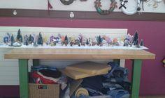 Maquette de Noel en cours,décor de vie fini,manque ajouter un fond et assurer devant que la neige ne sorte de la maquette. 180cm longueur, 40cm largeur Ajouter, Decoration, Mockup, Snow, Projects, Decorating, Deko, Deco, Decorations