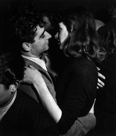 Robert Capa avec une inconnue (date indéterminée).