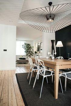 Inspiration #déco pour le coin repas ! #décoration #bois #noir http://www.m-habitat.fr/par-pieces/salon-et-salle-a-manger/idees-deco-pour-votre-salle-a-manger-2637_A